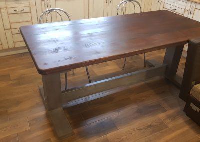 Jedálenský stôl z masívu (Jaseň)