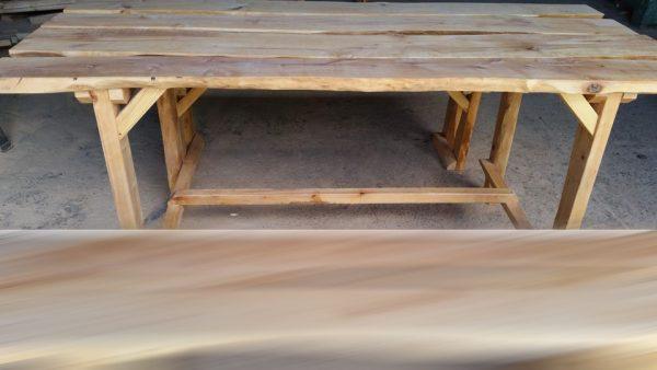 Stôl z masívu - jelša. Rozmer stola: dĺžka 190 cm, šírka 80 cm, výška 80 cm